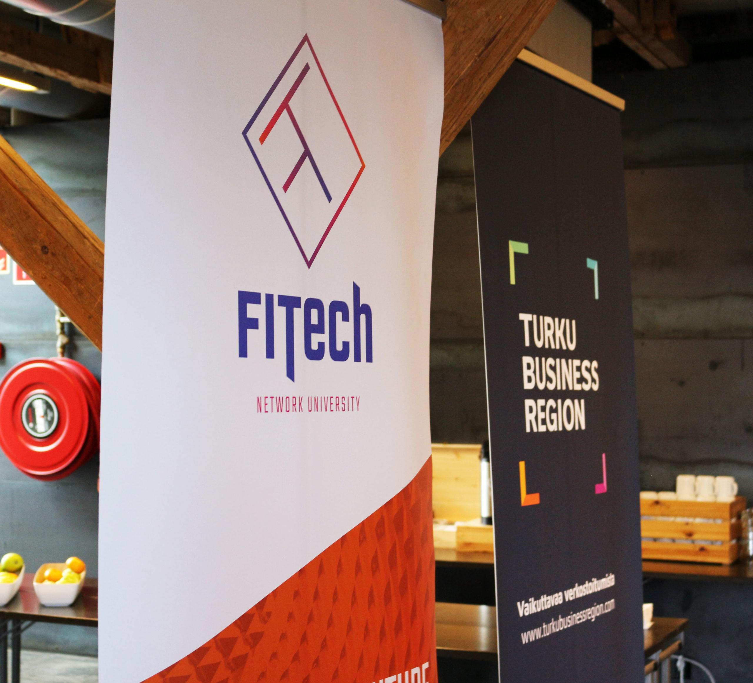 FITechin ja Turku Business Regionin roll-upit vierekkäin.